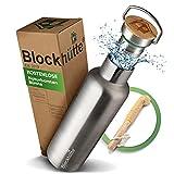 Blockhütte. Premium Edelstahl Trinkflasche isoliert mit Naturborsten Bürste I Die innovative...