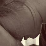 Wochenbettdepression – Symptome, Ursachen & Behandlung